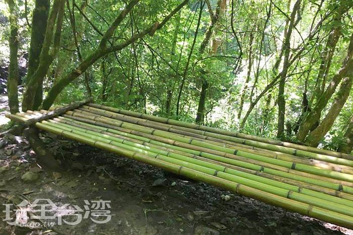 坐在這個由桂竹製作的手作竹椅一定非常透心涼。/玩全台灣旅遊網特約記者smallting攝