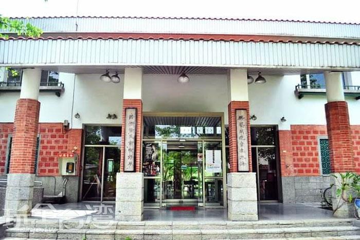 南藝大主要以培育藝術人才為主,校園建築也以中國南方閩南式磚瓦為設計主體。/玩全台灣旅遊網特約記者smallting攝