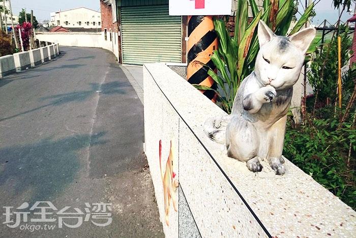 姿態生動的窯燒貓咪/玩全台灣旅遊網特約記者蔡忻容攝