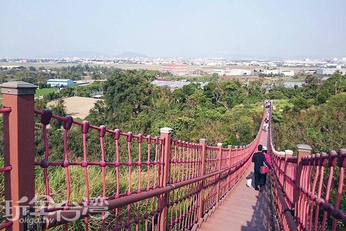 設置在外環步道的漯底山吊橋/玩全台灣旅遊網特約記者蔡忻容攝