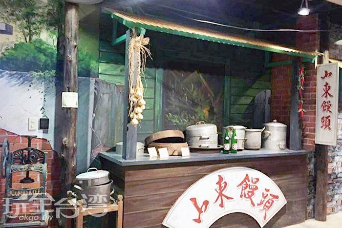 販賣山東饅頭的小店舖擺滿了竹製蒸籠和白鐵蒸籠,讓人忍不住食指大動。/玩全台灣旅遊網特約記者攝