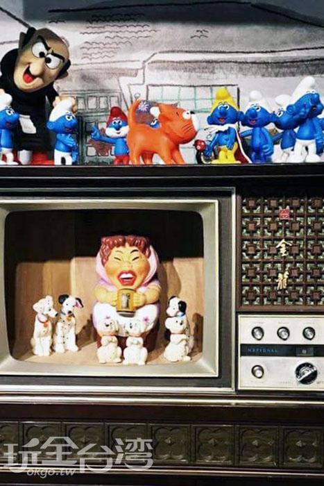 超級古老的拉門式電視,現今可是看不到了。/玩全台灣旅遊網特約記者攝
