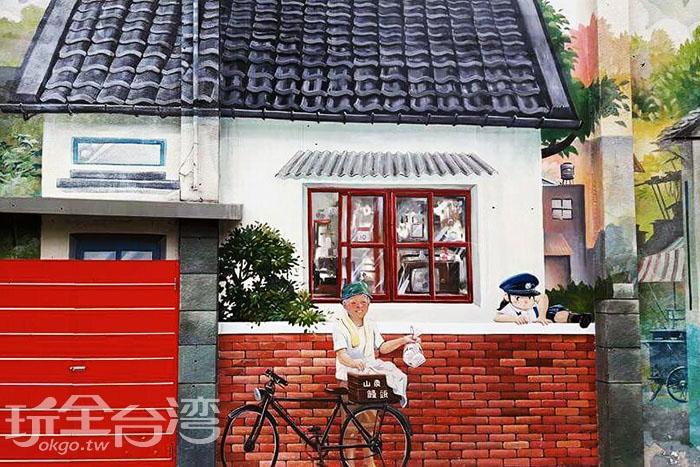 老伯伯叫賣著好吃的山東大饅頭,剛好碰上頑皮的孩子翹課,這場景真使人莞爾一笑。/玩全台灣旅遊網特約記者攝