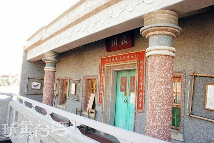 園區裡頭仿建的穎川陳家宅第,宅第裡展出許多老文物及老照片。/玩全台灣旅遊網特約記者攝