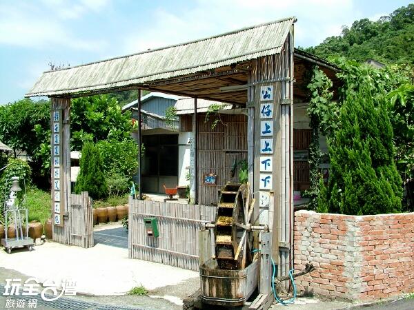 公館陶廠門口的對聯頗富趣味/玩全臺灣旅遊網攝