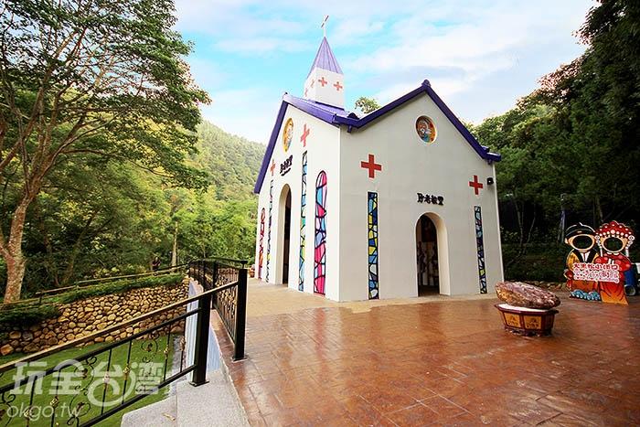 月老教堂散發著愛與幸福的味道,到來的旅人無不被其懾服/玩全台灣旅遊網攝