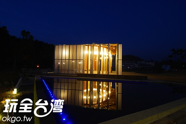 紙教堂不論是夜晚或是白天,都有讓你驚艷連連的美麗/玩全台灣旅遊網攝