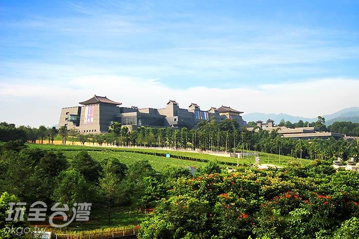 依山傍水,四周被群山與綠樹所環繞/玩全台灣旅遊網攝