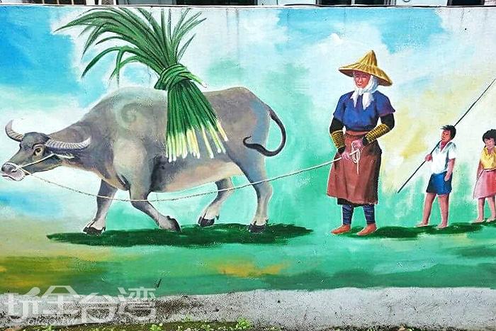 水牛是舊時農家最重要的動物朋友,許多孩子也總是喜歡跟在水牛後頭開心地轉呀轉。/玩全台灣旅遊網特約記者攝