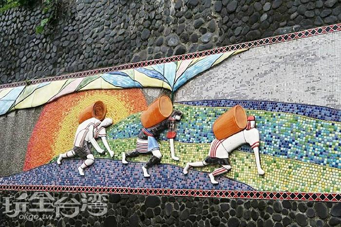呈現布農族文化特色的馬賽克磁磚拼貼,在潭南部落內隨處可見。/玩全台灣旅遊網特約記者攝