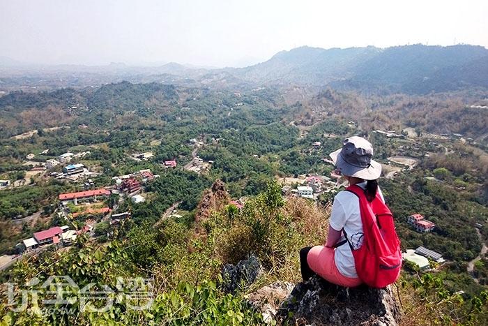 登頂後,享受360°無遮蔽物視野。/玩全台灣旅遊網特約記者蔡忻容攝