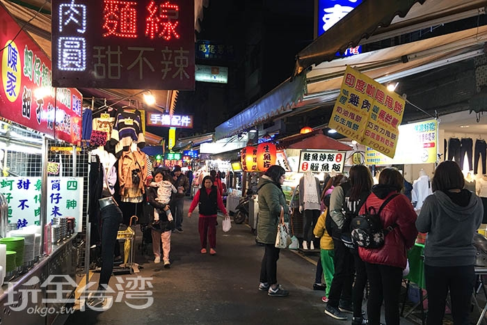 桃園觀光夜市內有著許多特色美食等你來品嚐/玩全台灣旅遊網特攝