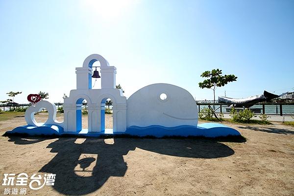 象徵鯨魚的裝置藝術/玩全台灣旅遊網攝