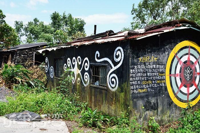 這邊四處充滿排灣族特色/玩全台灣旅遊網特約記者吳明倫攝
