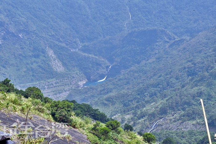 從這裡可以遠眺山巒綿延的美麗風景/玩全台灣旅遊網特約記者吳明倫攝