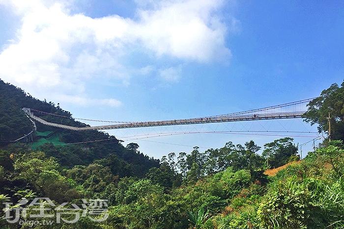 橫跨兩山的太平雲梯壯觀美麗/玩全台灣旅遊網特約記者阿湖攝