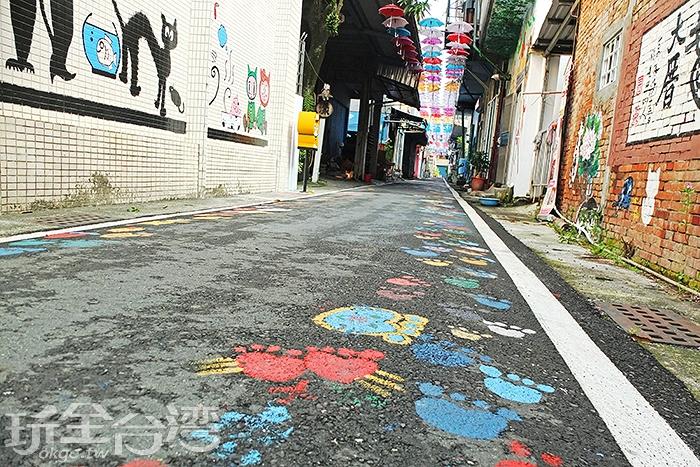 跟隨著七彩繽紛貓咪腳印的腳步一探這條一百公尺左右的靜謐巷弄/玩全台灣旅遊網特約記者阿辰攝