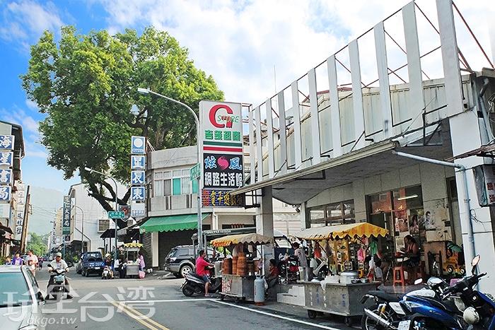 甲仙早餐街上有許多開了多年的老字號店家,一直是大家尋覓早餐的好地方/玩全台灣旅遊網特約記者阿辰攝