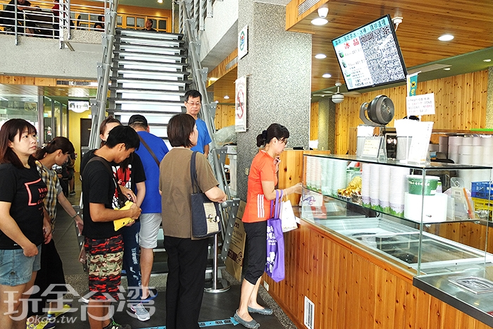 不僅有芋頭冰品,還有咖啡、飲料茶及芋頭製成冷熱食/玩全台灣旅遊網特約記者阿辰攝