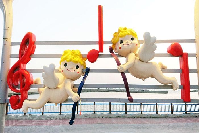 心心相映觀景台上的一對愛神邱比特/玩全台灣旅遊網特約記者蔡忻容攝