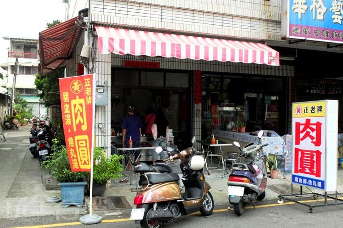 「正老牌黃家肉圓」在屏東市區賣得有聲有色,因受過前屏東縣長蘇貞昌稱讚和新聞媒體採訪報導,就連外地人也知道這一間喔!/玩全台灣旅遊網特約記者阿辰攝