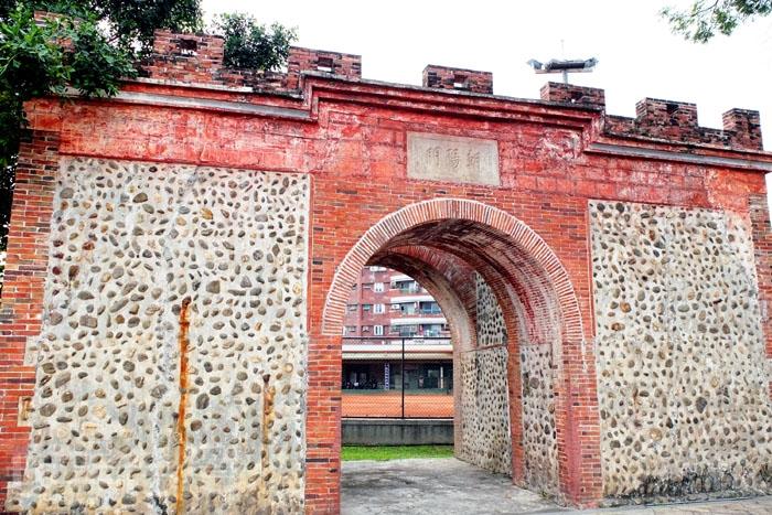 屏東舊稱阿猴,因此「朝陽門」又有「阿猴城門」的名稱/玩全台灣旅遊網特約記者阿辰攝