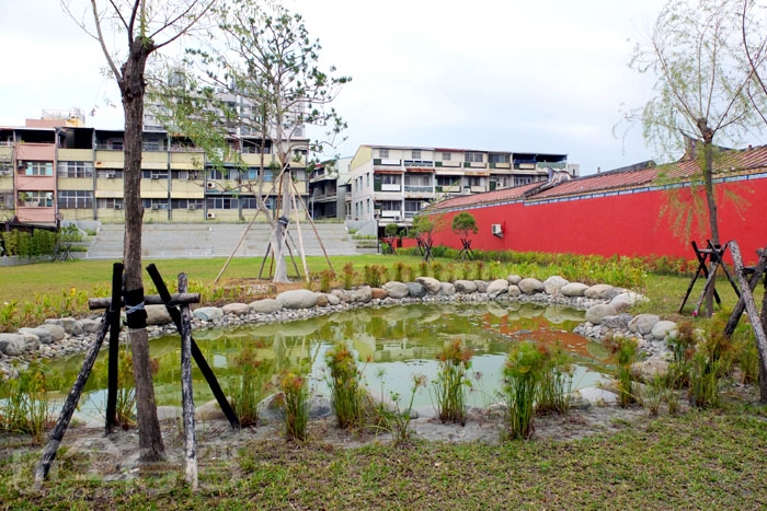 陪伴屏東人度過80多個年頭的屏東縣立游泳池拆除後也規劃成綠地公園,提供附近居民休憩的好地方/玩全台灣旅遊網特約記者阿辰攝