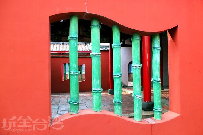 書卷造型的竹節窗框是傳統建築上常出現的素材/玩全台灣旅遊網特約記者阿辰攝書卷造型的竹節窗框是傳統建築上常出現的素材/玩全台灣旅遊網特約記者阿辰攝