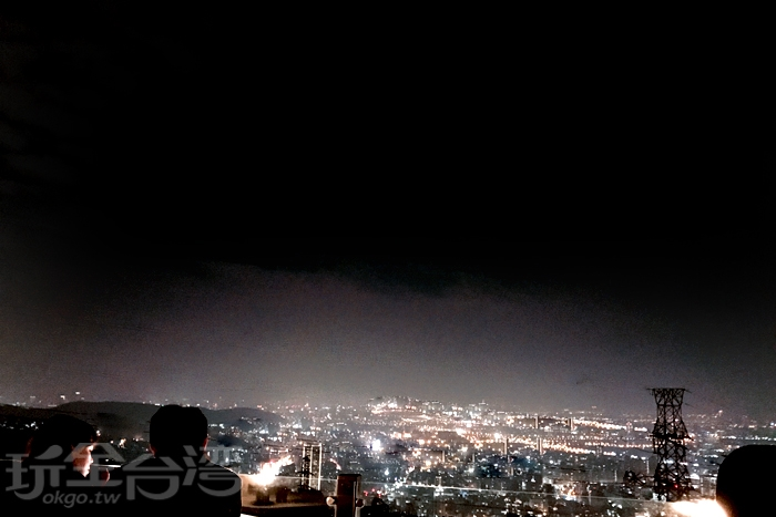 坐擁陽明山百萬美景的草山夜未眠讓你目不轉睛!/玩全台灣旅遊網特約記者風中一枝花攝