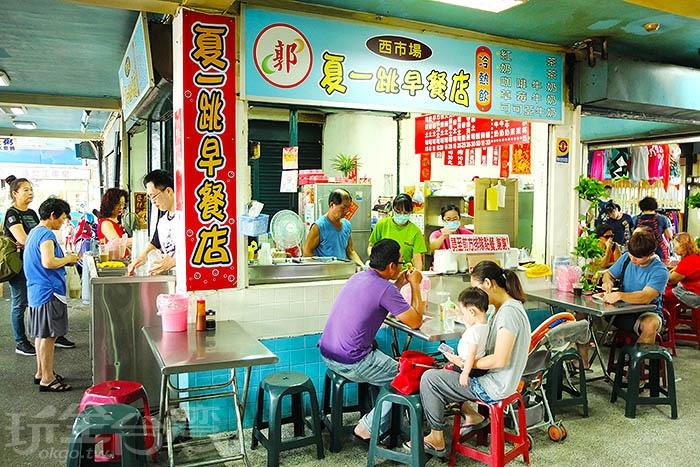 【(郭)夏一跳早餐店】的一大特色就是價錢普遍不高,土司系列約介於10元~35元之間/玩全台灣旅遊網特約記者阿辰攝