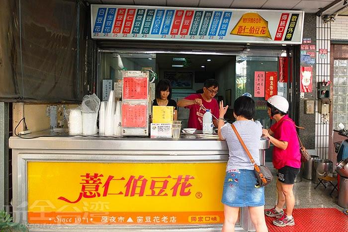 店內空間寬敞乾淨,陳設簡單,是一家超過40年歷史的傳統手工豆花老店。/玩全台灣旅遊網特約記者阿辰攝