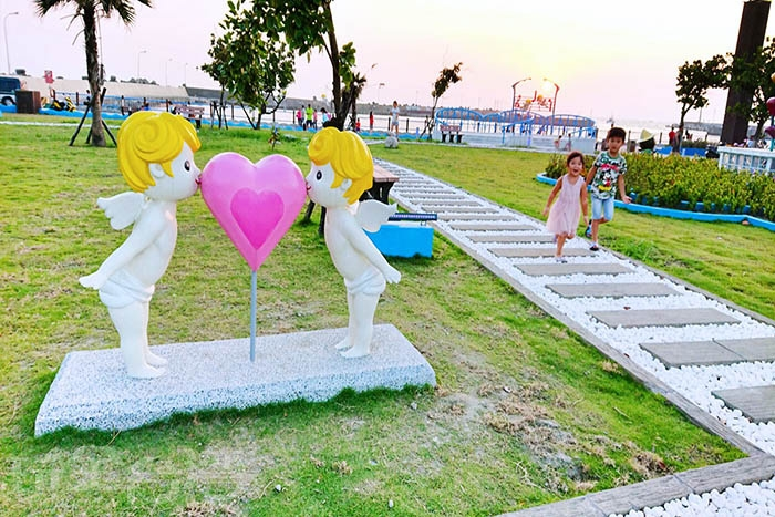 愛神邱比特降臨海岸光廊/玩全台灣旅遊網特約記者蔡忻容攝