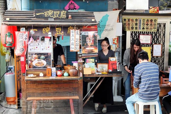 路邊這台充滿日式風味的小攤車很容易吸引行人注意/玩全台灣旅遊網特約記者阿辰攝