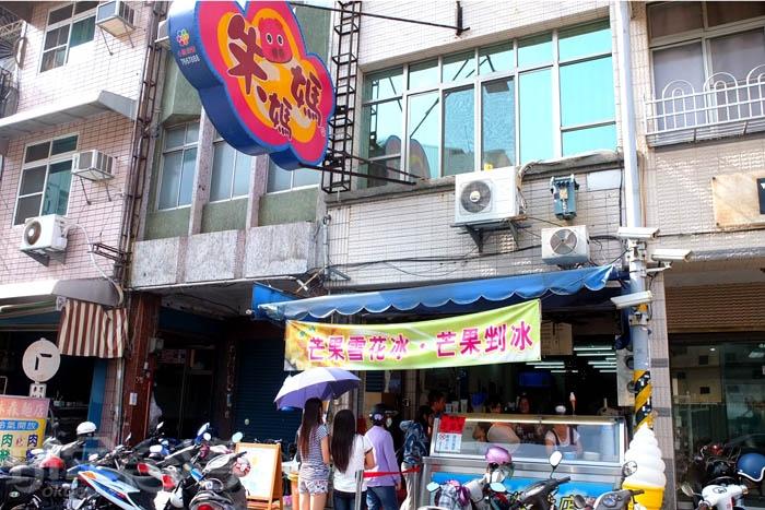 想不到平常日下午時間也會出現排隊人龍,炎熱天氣想來此吃冰就乖乖等待吧。/玩全台灣旅遊網特約記者阿辰攝