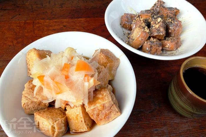 招牌臭豆腐我每來必點,味道清爽,可加些蒜泥和辣醬增味。臭豆腐被炸得外酥內軟,淋上獨家自製的醬料,鹹甜恰好,再搭配酸甜脆口的特製白蘿蔔泡菜,哇~這滋味很難不打動人心。/玩全台灣旅遊網特約記者阿辰攝