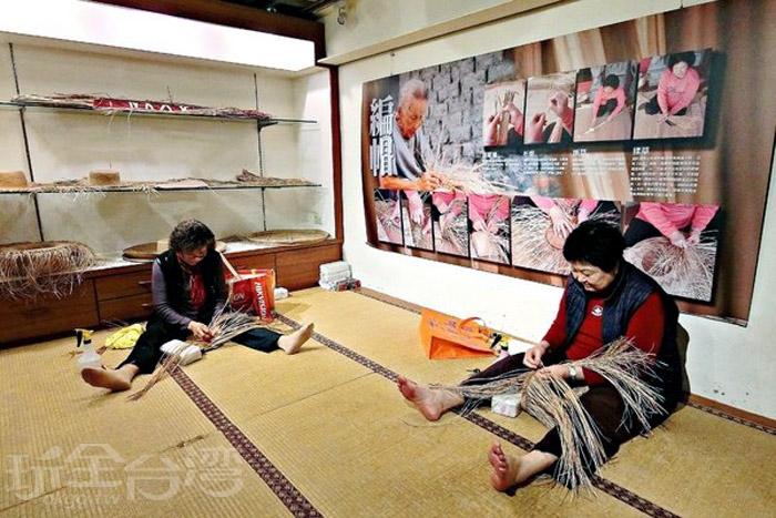 藺草編織是阿嬤的技藝,也是那段被遺忘的歲月記憶。/玩全台灣旅遊網特約記者阿辰攝