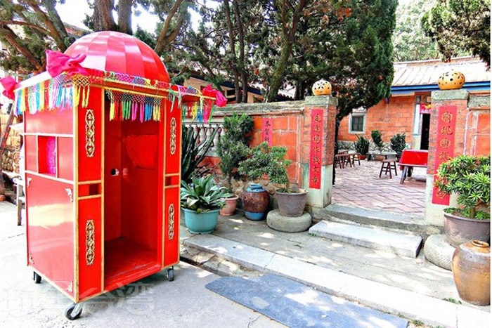 充滿歷史痕跡的百年三合院建築。/玩全台灣旅遊網特約記者阿辰攝