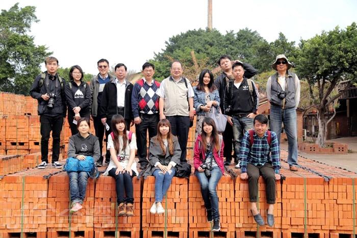 園區內有磚瓦堆疊的闖關迷宮,來到這裡怎麼能不挑戰看看。/玩全台灣旅遊網特約記者阿辰攝