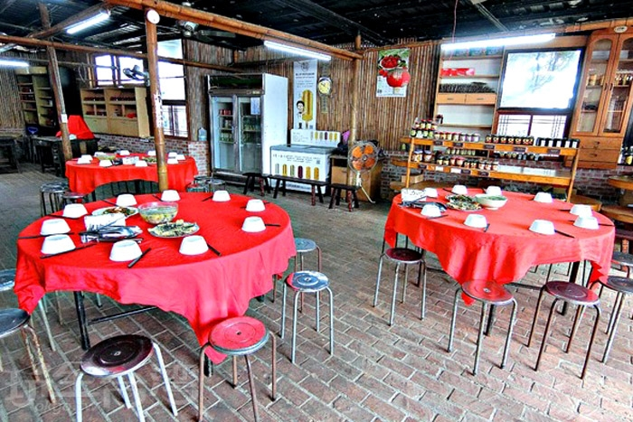 用餐環境明亮乾淨,一個圓桌大概能容納10人。/玩全台灣旅遊網特約記者阿辰攝