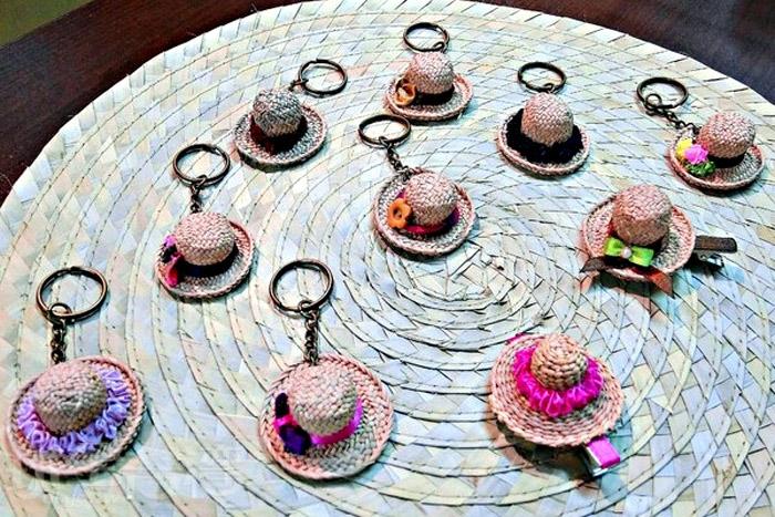 迷你版的藺草帽鑰匙圈,模樣實在討喜。/玩全台灣旅遊網特約記者阿辰攝
