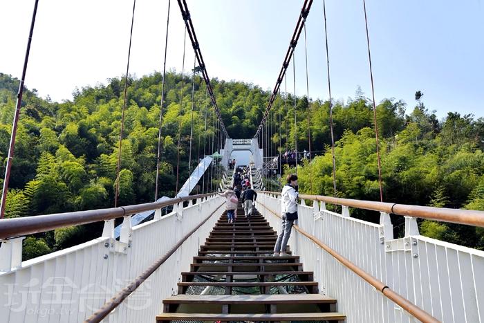 太平雲梯,寬度2.1公尺,為單向進出/玩全台灣旅遊網特約記者阿辰攝