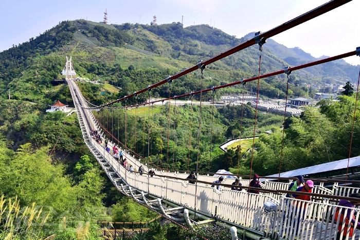 太平雲梯,長281公尺,為高山單跨景觀吊橋,橫跨太平山與龜山之間(現場不開放購票,要前往參觀請事先上網購票)/玩全台灣旅遊網特約記者阿辰攝