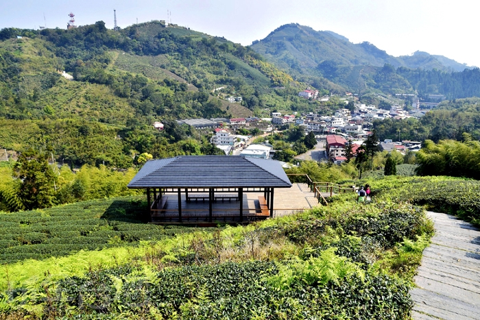 接著來一個下坡,就可看見山下一棟棟平房,那就是太平老街聚落!/玩全台灣旅遊網特約記者阿辰攝
