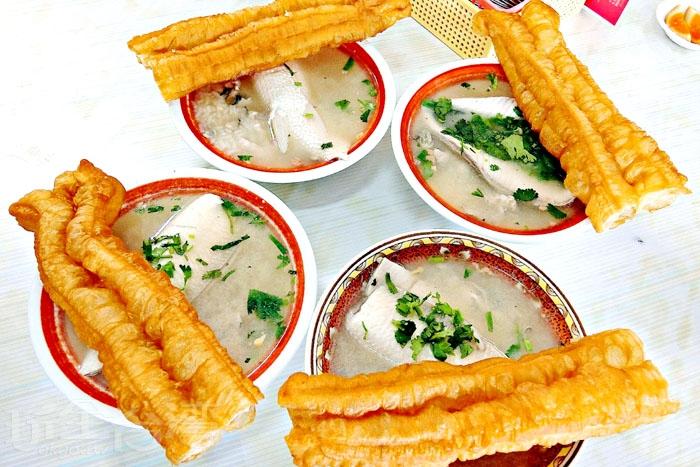 阿憨鹹粥,來台南就是要來個平民小吃呷粗飽。/玩全台灣旅遊網特約記者阿辰攝