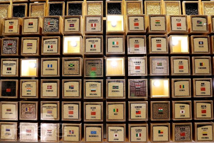 台灣穀堡還將世界各國蒐羅來的稻米樣品鋪成展示牆,讓遊客們可以來看看各個國家的米長怎樣!/玩全台灣旅遊網特約記者阿辰攝