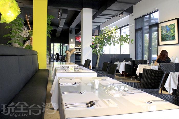 餐廳內一、二樓皆有提供用餐座位。家園主要提供牛排、火鍋及飯類簡餐除了簡餐有特定的供餐時間,牛排及火鍋全天供應/玩全台灣旅遊網特約記者阿辰攝