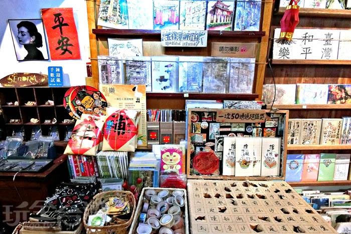 店鋪裡販售著一些原創的文青商品,有機會到這裡逛逛,絕對要來這裡挖挖寶。/玩全台灣旅遊網特約記者阿辰攝