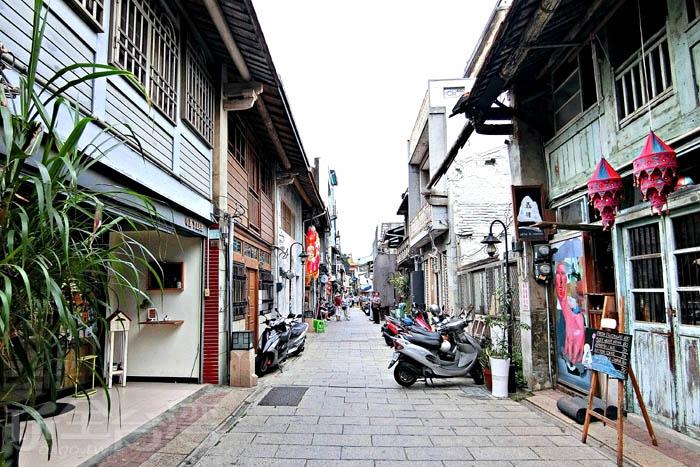 神農街昔日被稱為北勢街,是目前台南保留最完整的老街,許多老屋目前仍保留了清代及日治初期的外觀結構。/玩全台灣旅遊網特約記者阿辰攝