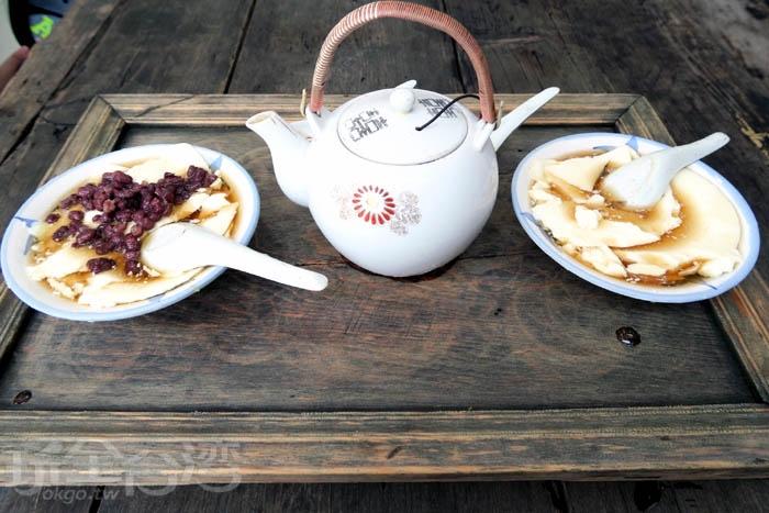 手工製作的豆花,口感綿密、豆香十足、甜而不膩,在古厝內品嘗著古早味豆花,蠻享受的。/玩全台灣旅遊網特約記者阿辰攝