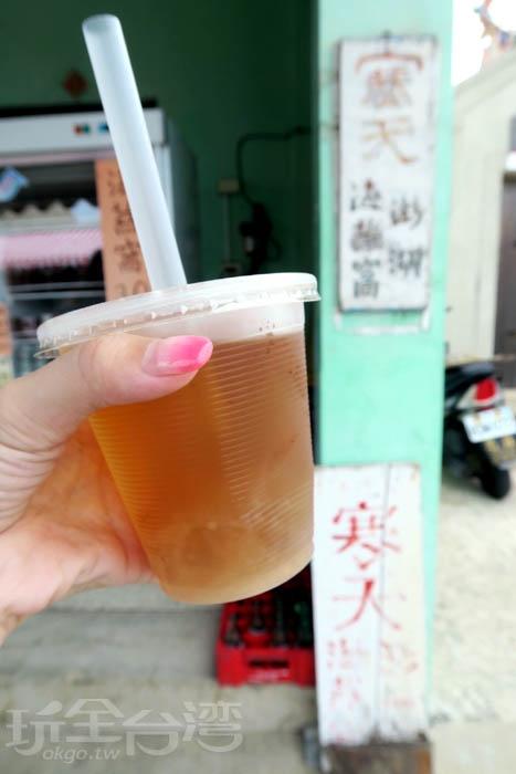 海燕窩喝起來感覺不會太甜、無腥味,是一杯蠻消暑的飲品。/玩全台灣旅遊網特約記者阿辰攝